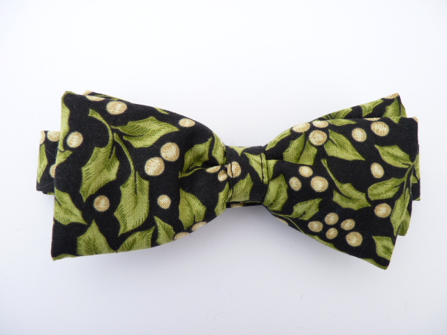 Holly and Mistletoe Berries Pre Tied Bow Tie